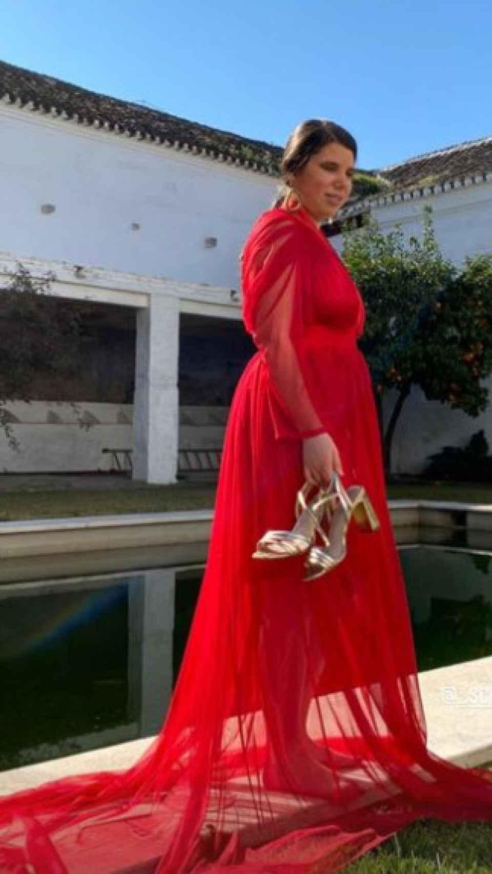 Carla con el vestido rojo de 21 Ship Company con el que ha posado como modelo.