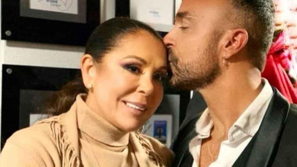 Luis Rollán junto a Isabel Pantoja en una imagen de las redes sociales del periodista.