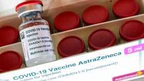 Viales de la vacuna de AstraZeneca.
