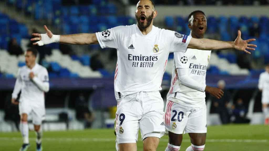 Karim Benzema celebra su gol al Atalanta