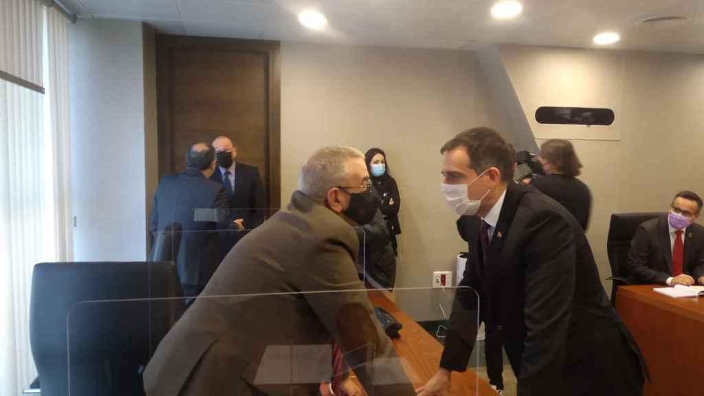 El presidente de la Asamblea Regional, Alberto Castillo, y el portavoz de los tres diputados díscolos de Vox, Juan José Liarte.