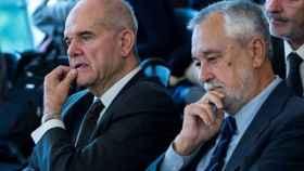 Chaves y Griñán, durante el juicio de los ERE en la Audiencia de Sevilla./
