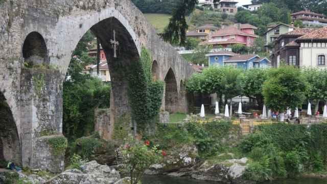 Cangas de Onís, uno de los municipios más visitados en Asturias. FOTO: Javier Alamo (Pixabay).