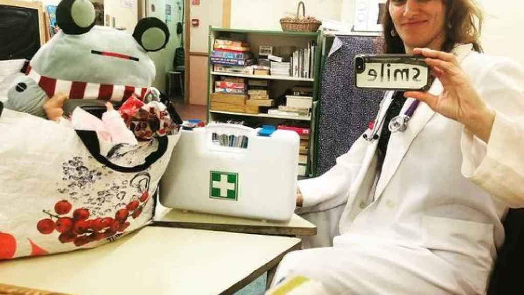 Mónica García, en su trabajo como anestesista en el Hospital 12 de Octubre, en Madrid.