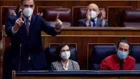 Pedro Sánchez responde a Pablo Casado en la sesión de control del Congreso.