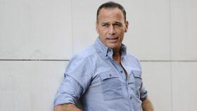 Carlos Lozano se encuentra roto de dolor tras la muerte de su hermana.