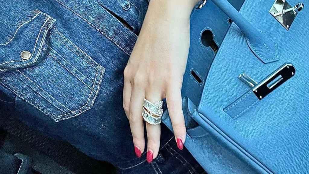 Georgina with her Audemars Piguet watch and Hermès Birkin.