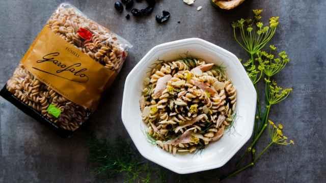 Ensalada de pasta, bonito y tierra de aceitunas, receta rápida y saludable