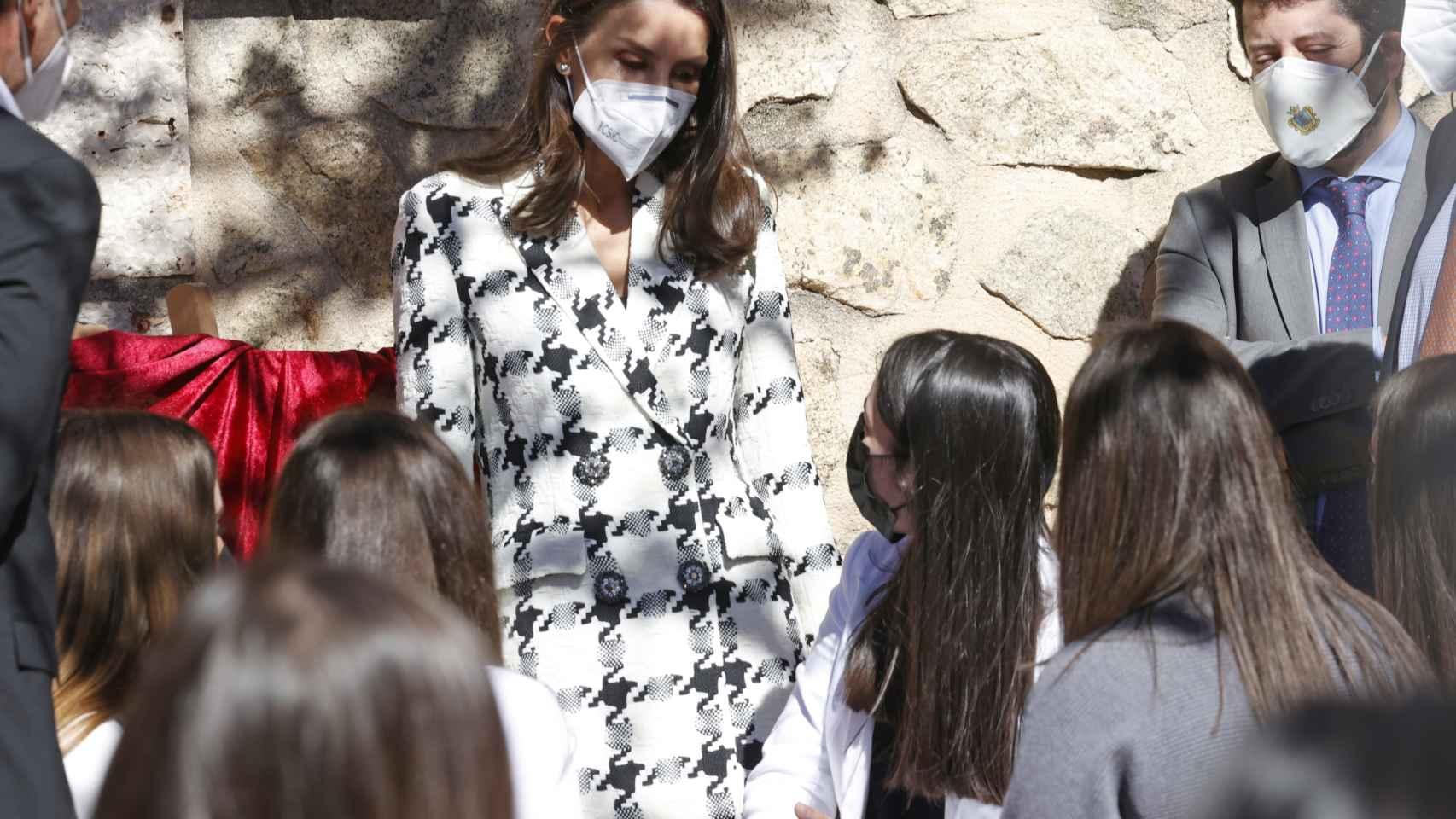 La reina Letizia con chaqueta tweed.