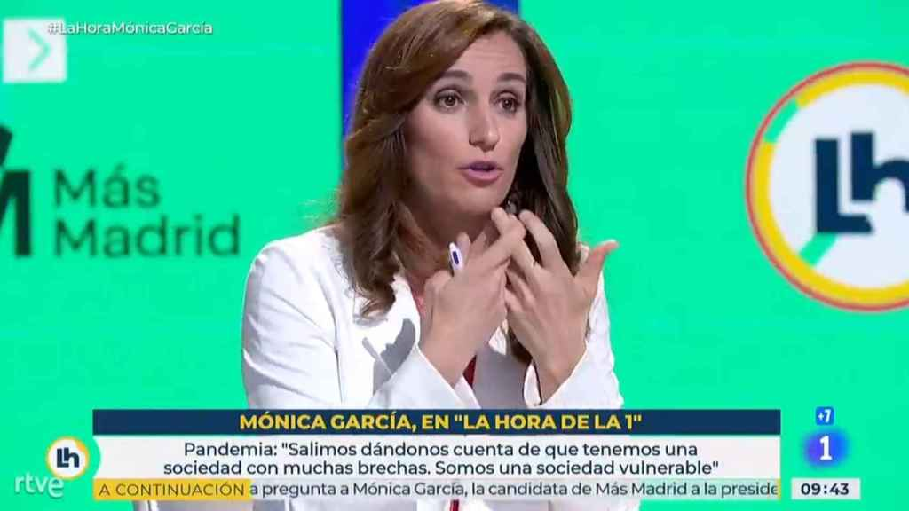 Mónica García durante la entrevista.