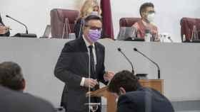 El secretario general del PSOE, Diego Conesa, durante su intervención en la Asamblea Regional.