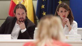 Pablo Iglesias, junto a Yolanda Díaz, en la sede del Ministerio de Trabajo.