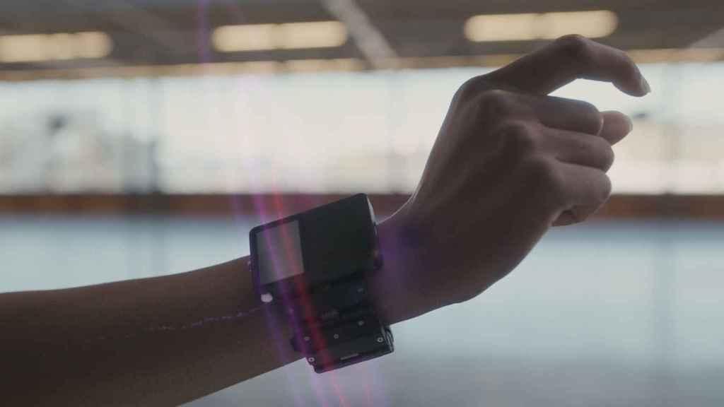 Una de las pulseras capaces de identificar los movimientos que deseamos realizar con nuestras manos que está investigando Facebook