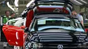 Imagen de una fábrica de coches.