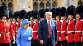 Donald Trump junto a Isabel II durante su primera visita oficial al Reino Unido en 2018.