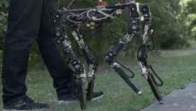 Este robot cambia la longitud de sus piernas dependiendo del terreno que pisa.
