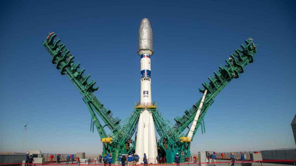 Preparación del lanzamiento del primer nanosatélite a bordo de la nave Soyuz en la base de Baikonur.