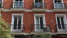 Balcones del piso de Juan Gabriel en el barrio de Chueca en Madrid.