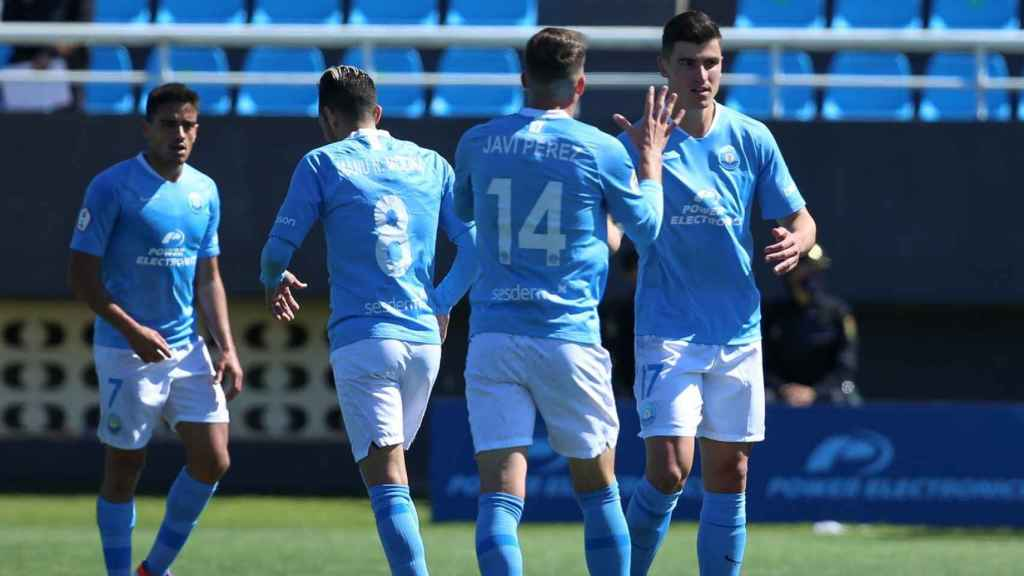 Los jugadores de la UD Ibiza celebran un gol, un equipo con muchas opciones de jugar la fase de ascenso a Segunda División. Foto: Twitter (@ibizaud)