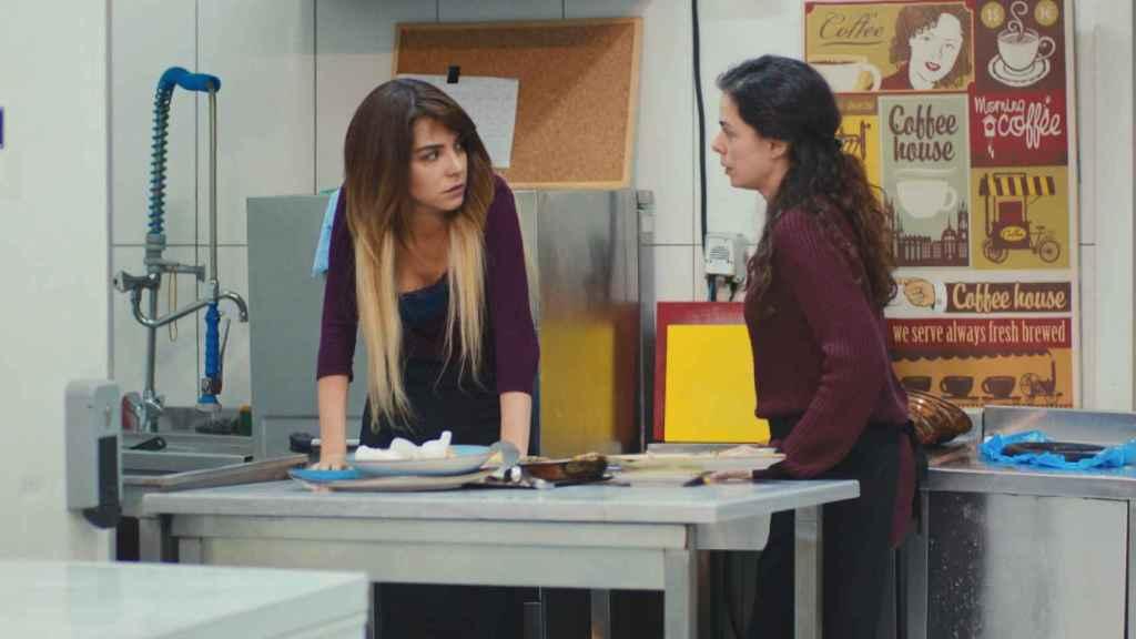 Los extraños cortes que ha realizado Antena 3 en la emisión de 'Mujer' de esta semana