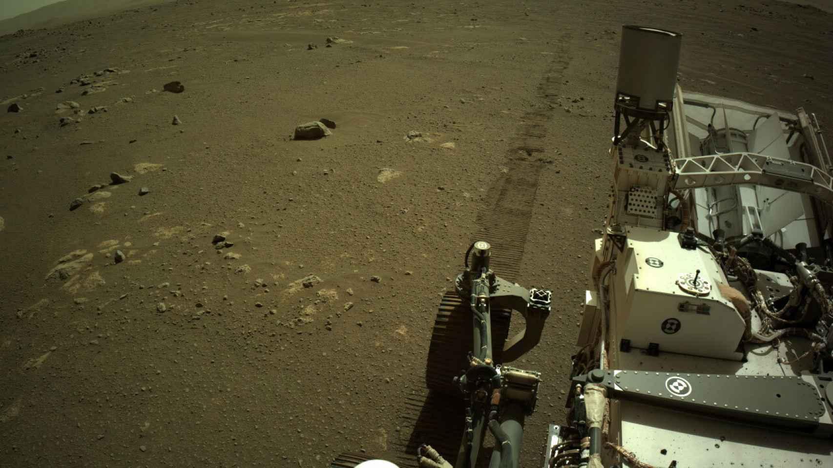 Foto del Perseverance, en la superficie de Marte.