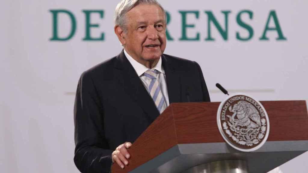Un juez mexicano suspende la reforma eléctrica impulsada por López Obrador