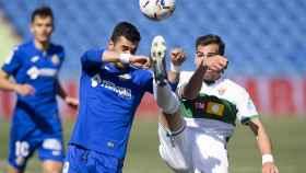 Ángel Rodríguez y Lucas Boyé, luchando por un balón en el Getafe - Elche