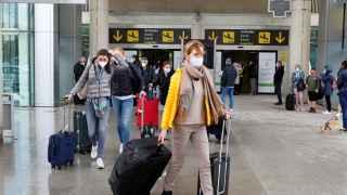 Cierran un acuerdo preliminar sobre el pasaporte Covid para viajar en verano