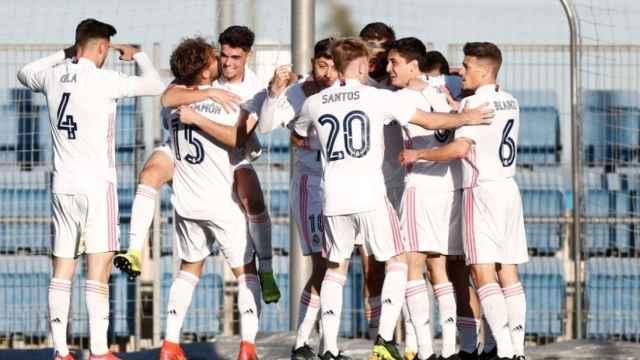 Los jugadores del Real Madrid Castilla celebran un gol