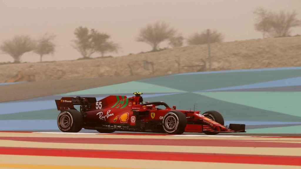 Carlos Sainz en los test de Bahrein de F1 con Ferrari