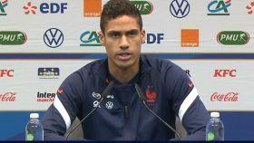 Raphaël Varane, en rueda de prensa con la selección de Francia