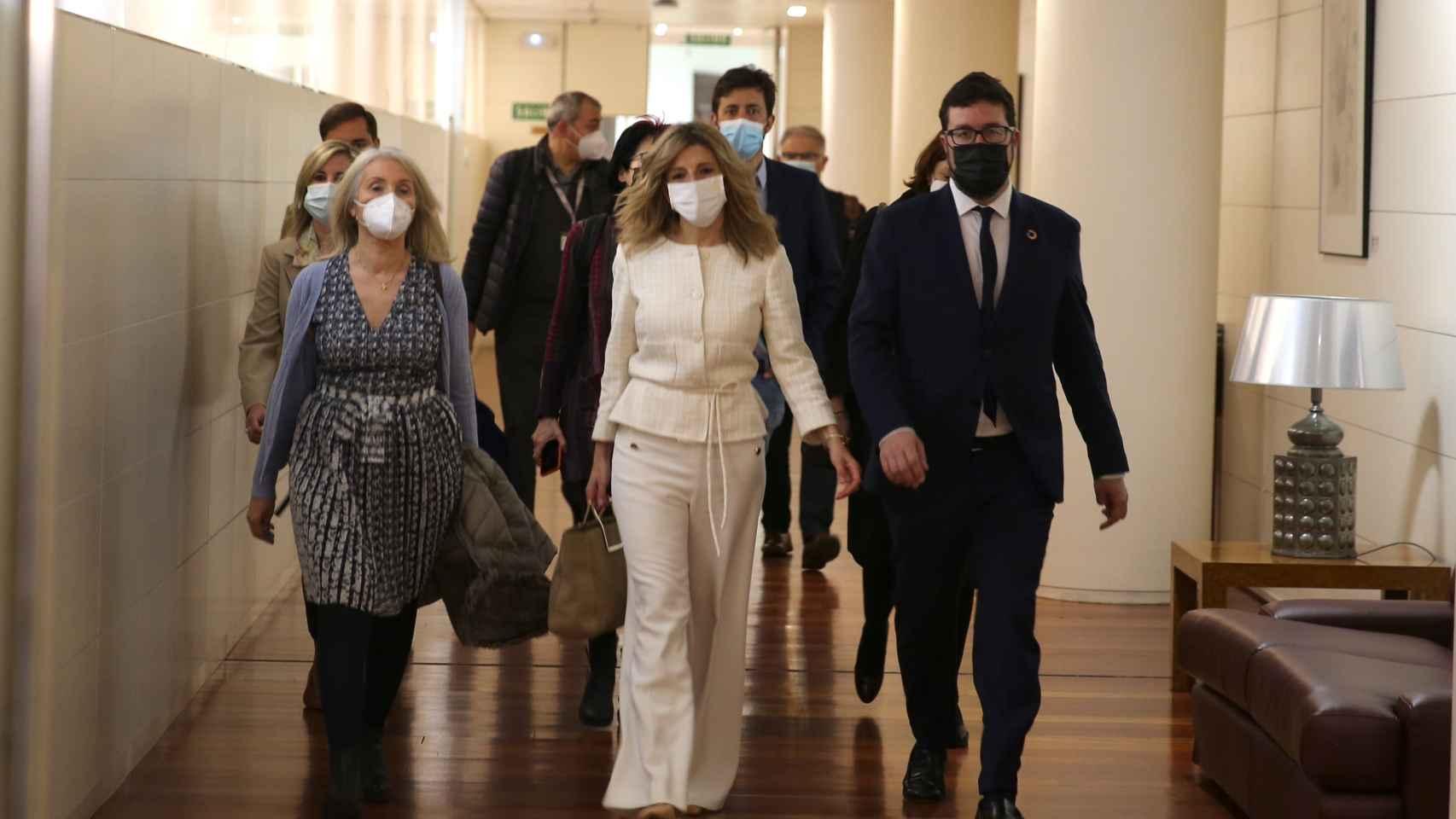 Yolanda Díaz, y su equipo, en la llegada al Congreso.