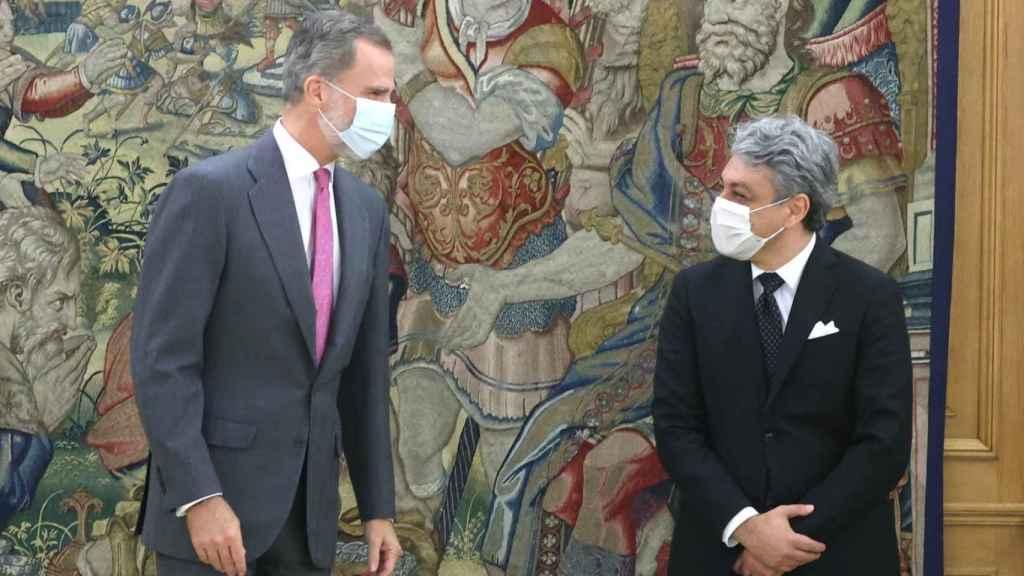 El Rey Felipe junto a Luca de Meo cuando este último era presidente de Seat.