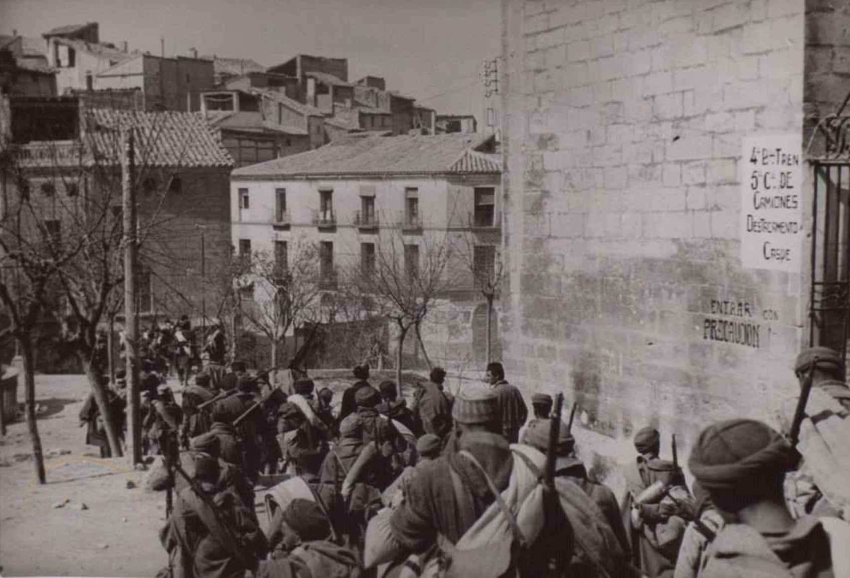 Entrada de las tropas franquistas en Caspe.
