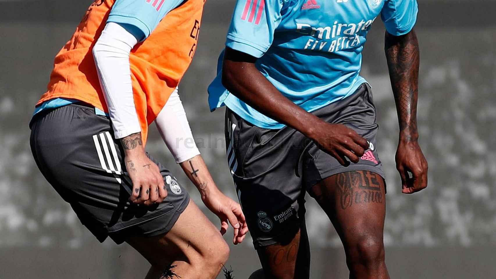 César Gelabert y Vinicius Júnior, en el entrenamiento del Real Madrid