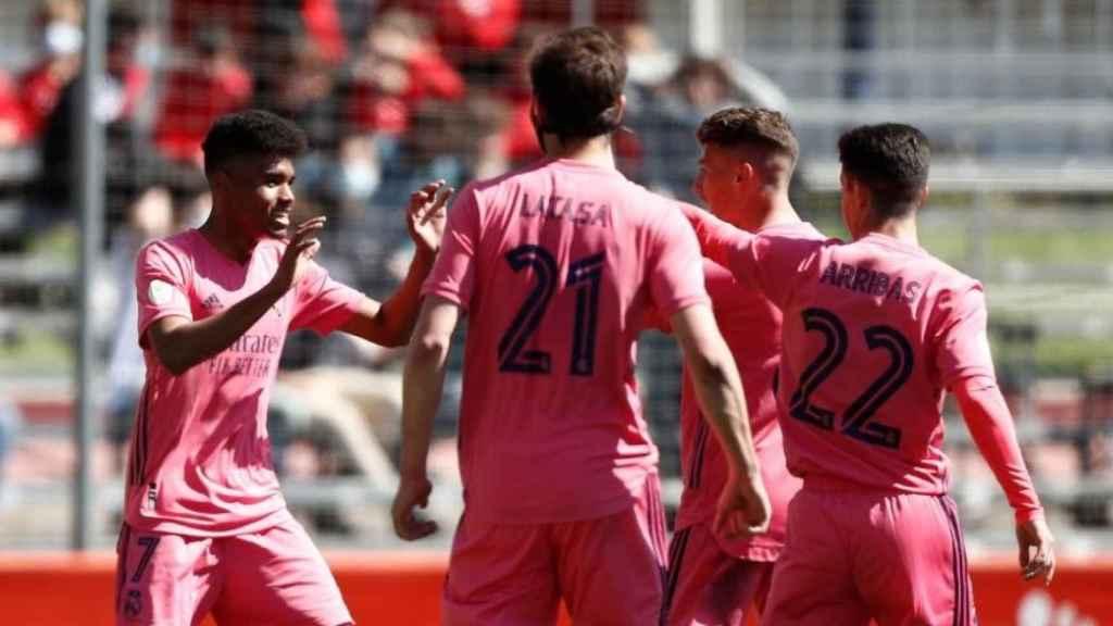 Marvin Park, Juanmi Latasa y Sergio Arribas celebran un gol con el Real Madrid Castilla