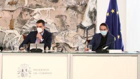 Pablo Iglesias, junto a Pedro Sánchez, en el Consejo de Ministros.