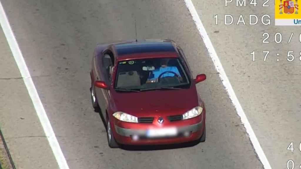 La DGT detecta a un conductor sin el cinturón de seguridad.