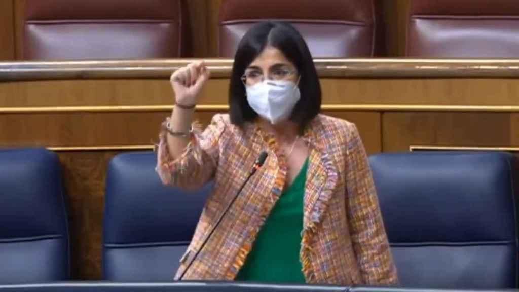 La ministra de Sanidad, Carolina Darias, este miércoles en la sesión de control al Gobierno.