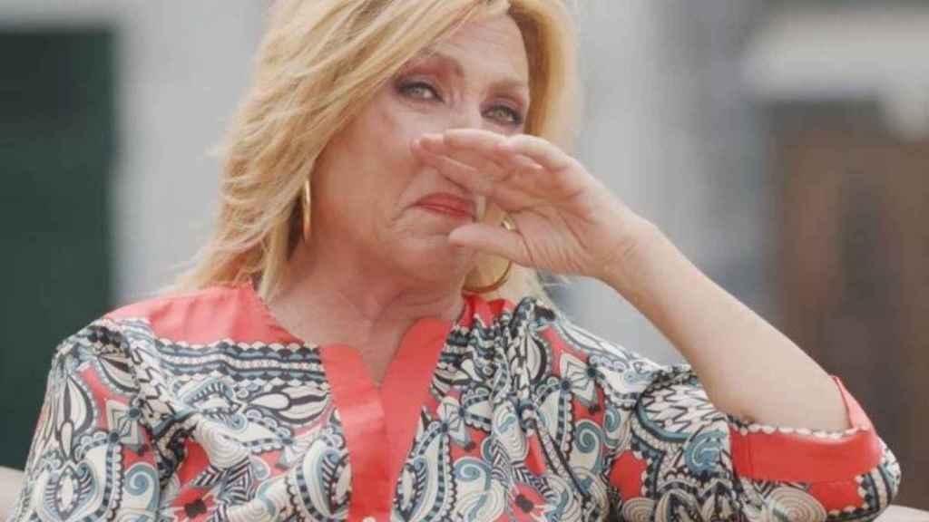 Lydia sin poder contener las lágrimas durante la entrevista en 'Mi casa es la tuya'.