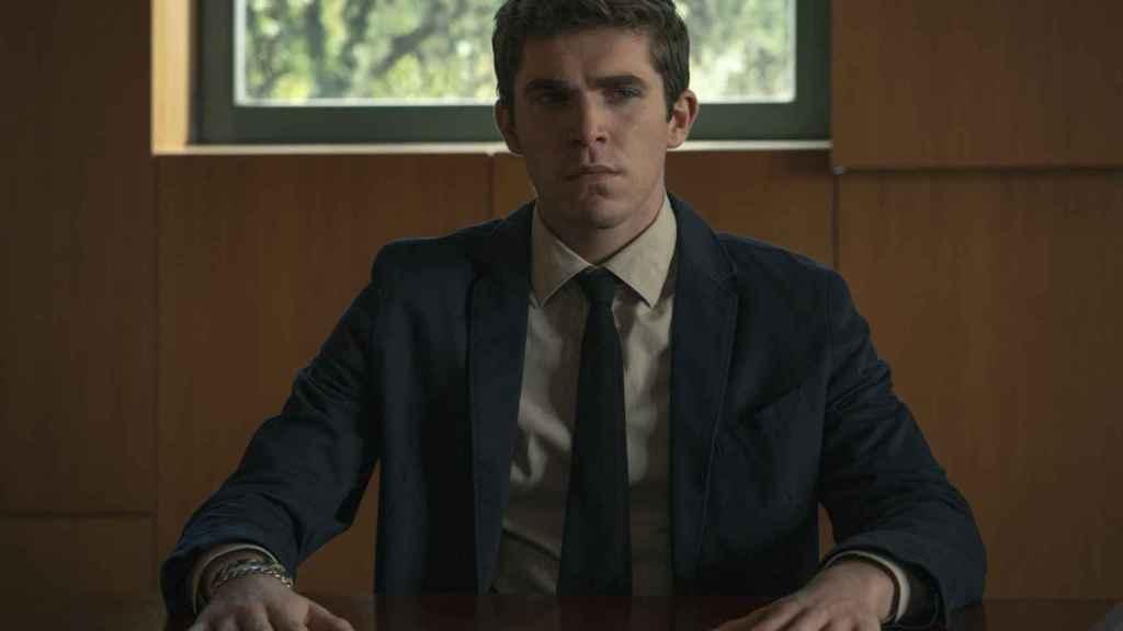 Eric Masip interpreta a Bruno, el novio de Alba en la serie.