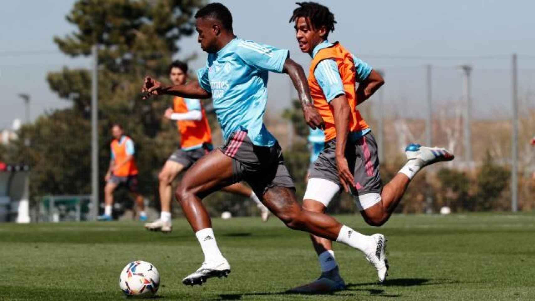 Vinicius Junior y Víctor Rofino, durante un entrenamiento con el Real Madrid