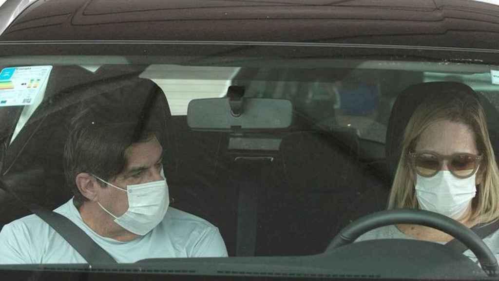 Si los ocupantes del coche no son convivientes tienen la obligación de usar la mascarilla.
