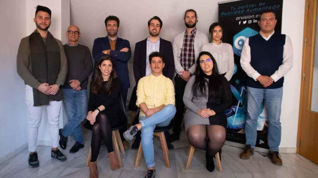 El equipo de la startup AR Vision que ha desarrollado estas soluciones tecnológicas.
