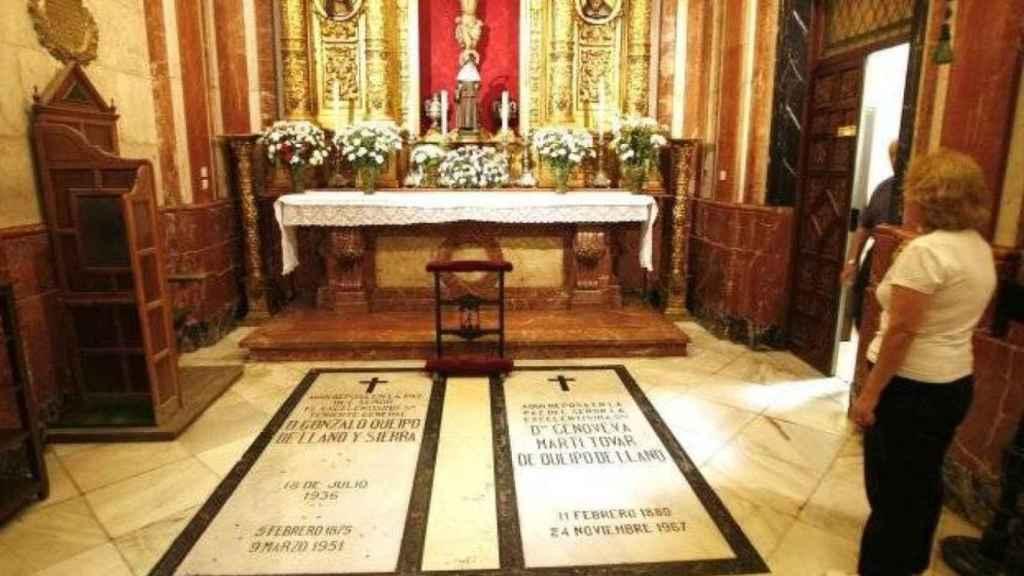 Tumba de Queipo de Llano en la Basílica de la Macarena en Sevilla.