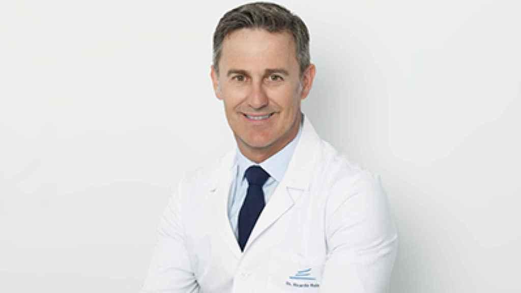 Ricardo Ruiz en una imagen oficial facilitada por la página web de su clínica.