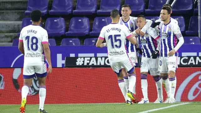 Los jugadores del Valladolid celebran un gol