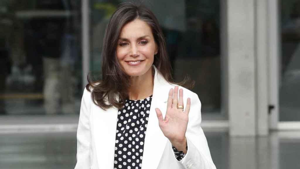 Letizia, en las calles de Madrid, con su anillo de Karen Hallam.