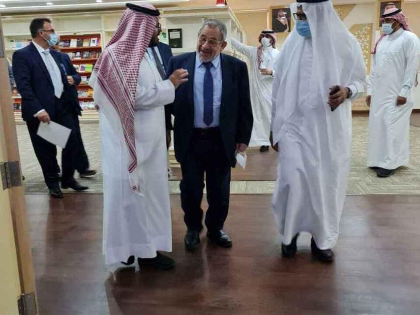 Ayman Adlbi, en un acto reciente como presidente de la CIE.