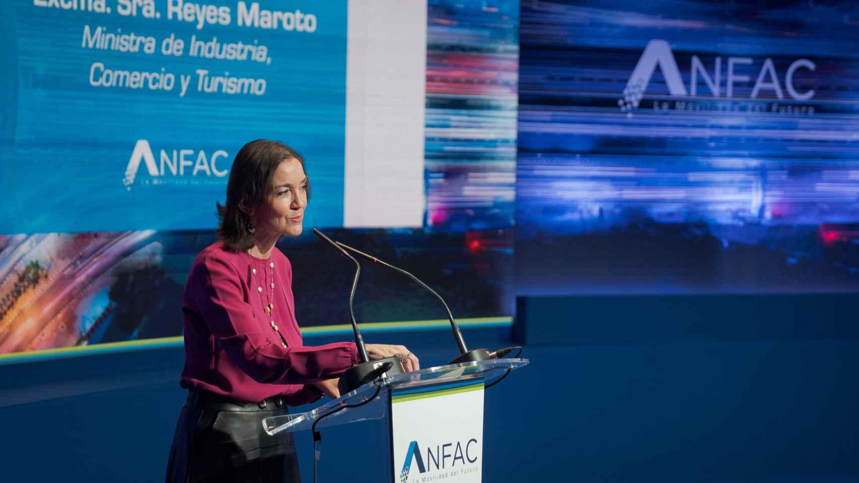 La ministra de Industria, Reyes Maroto, durante un evento de ANFAC.